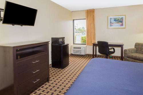 Travelodge - Fort Myers Photo
