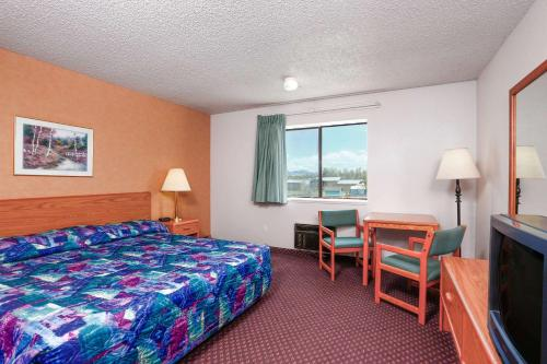 Travelodge Deer Lodge Montana Photo