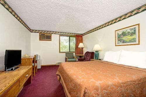 Super 8 By Wyndham Chaska - Chaska, MN 55318
