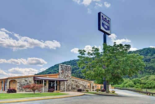 Knights Inn Charleston West Virginia Photo