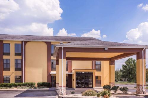 Howard Johnson Express Inn Spartanburg - Expo Center Photo