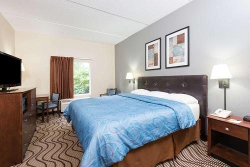 Super 8 By Wyndham Mars/cranberry/pittsburgh Area - Mars, PA 16046