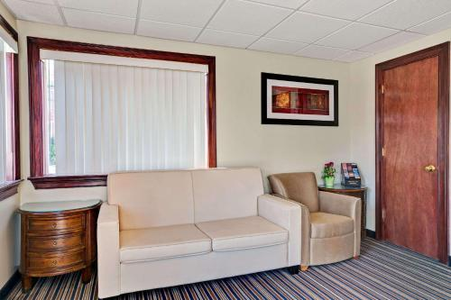 Super 8 By Wyndham Newark DE Hotel