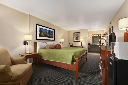 Travelodge New Orleans West Harvey Hotel Photo