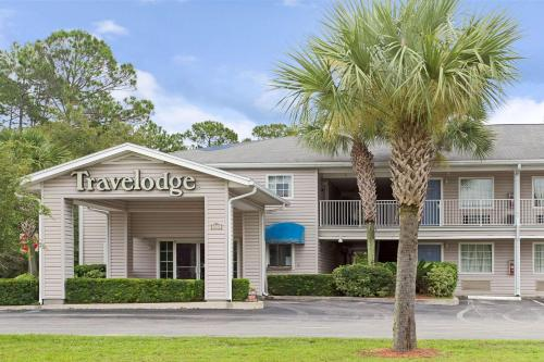 Travelodge and Suites Macclenny Photo