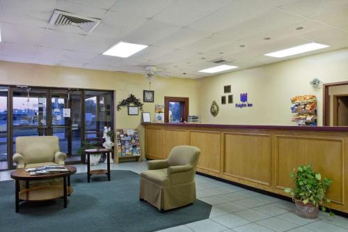 Knights Inn Brenham Photo