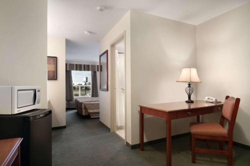 Travelodge Stony Plain Photo