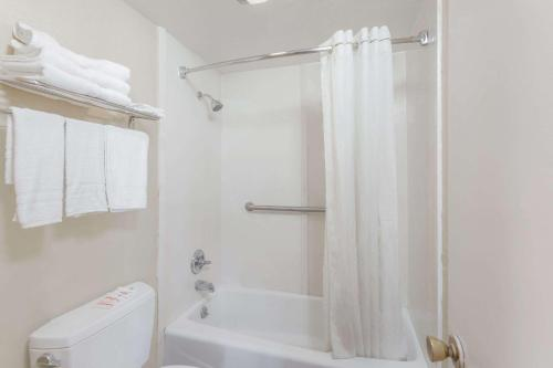 Travelodge By Wyndham Victorville - Victorville, CA 92392
