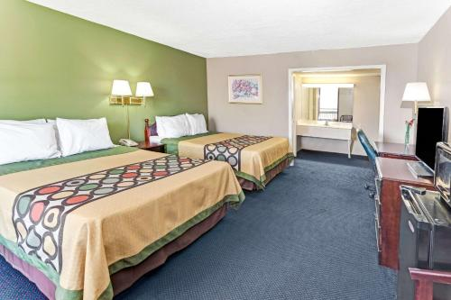 Super 8 By Wyndham Carrollton Ga - Carrollton, GA 30117