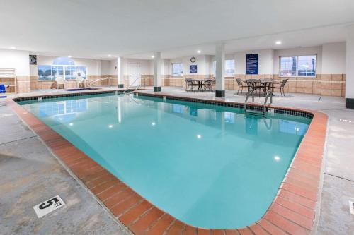 Microtel Inn & Suites by Wyndham Oklahoma City Airport Photo
