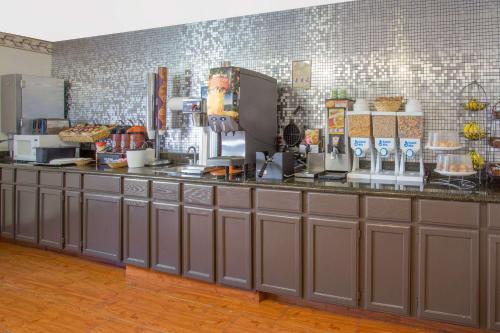 Microtel Inn by Wyndham Janesville Photo