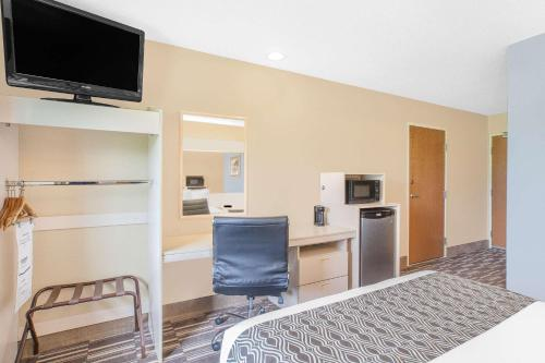 Microtel Inn and Suites Clear Lake Photo