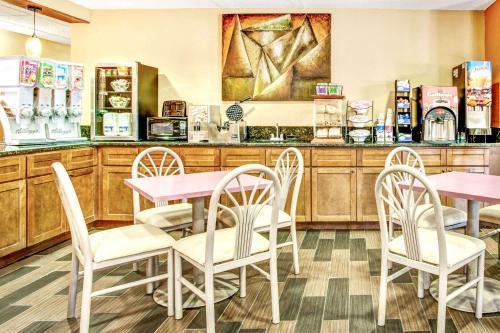 Microtel Inn & Suites Newport News Photo