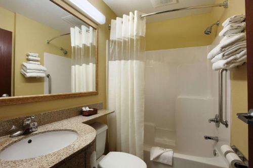 Microtel Inn & Suites by Wyndham Panama City Photo