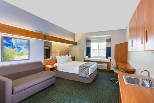 Microtel Inn and Suites by Wyndham Port Charlotte Photo