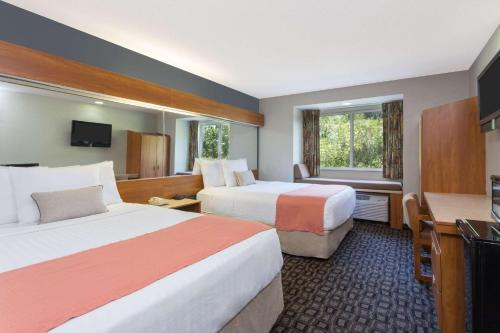 Microtel Inn & Suites by Wyndham Brunswick Photo