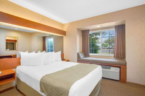 Microtel Inn & Suites Springville Photo