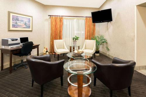 Hawthorn Suites by Wyndham Napa Valley Photo