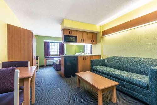 Microtel Inn & Suites By Wyndham Auburn - Auburn, AL 36832