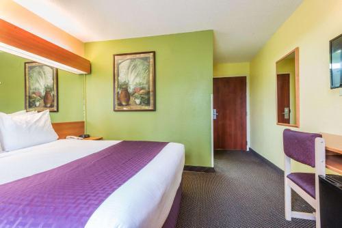 Microtel Inn & Suites by Wyndham Auburn Photo