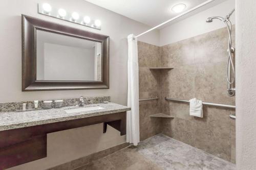 Hawthorn Suites by Wyndham Chandler Photo