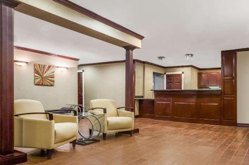 Hawthorn Suites Dallas Love Field Photo