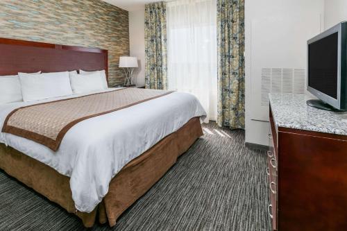 Hawthorn Suites by Wyndham DFW Airport North Photo