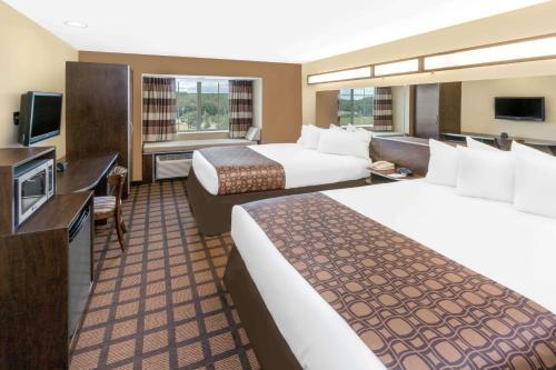 Microtel Inn & Suites by Wyndham Ozark Photo