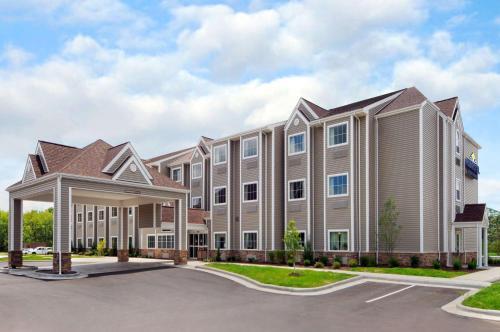 Microtel Inn & Suites by Wyndham Marietta Photo