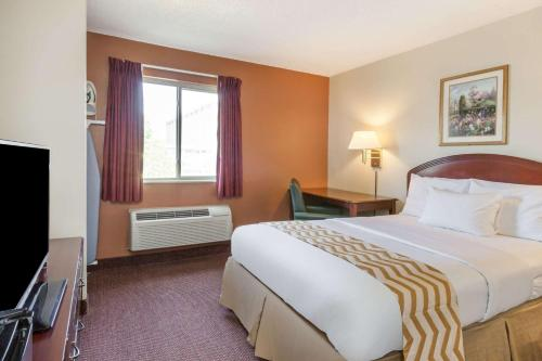 Travelodge Inn & Suites Albany Airport Photo