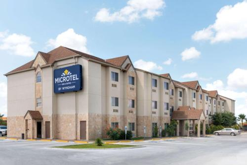Microtel Inn and Suites Eagle Pass Photo