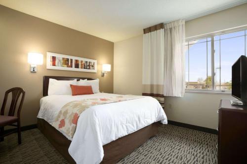 Hawthorn Suites by Wyndham Chicago Schaumburg Photo