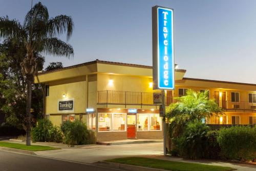 Travelodge Brea Photo