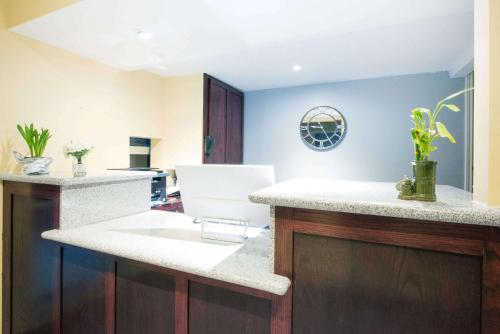 Knights Inn & Suites Eagle Pass Photo