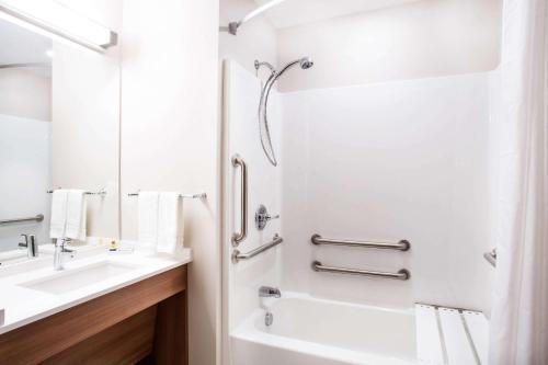 Microtel Inn & Suites by Wyndham Vernal/Naples Photo