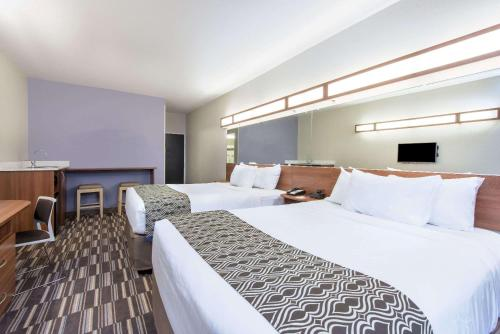 Microtel Inn & Suites by Wyndham Cadiz Photo