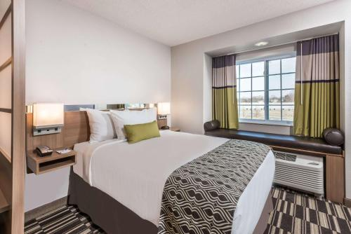 Microtel Inn & Suites By Wyndham Beaver Falls - Beaver Falls, PA 15010