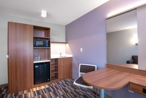 Microtel Inn & Suites by Wyndham Philadelphia Airport Ridley Park Photo