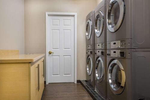 Hawthorn Suites by Wyndham Louisville North Photo