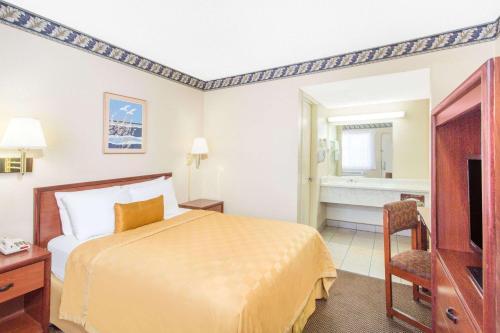 Knights Inn Madera Photo