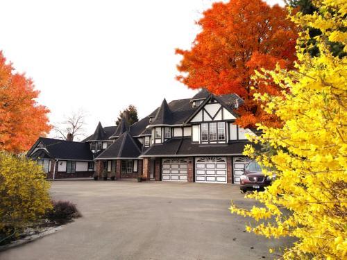 Vancouver Country House - Richmond, BC V6W 1A5