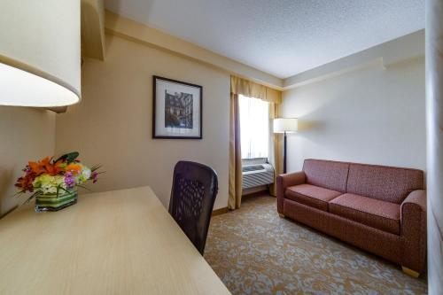 Monte Carlo Inn & Suites Downtown Markham Photo