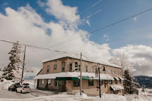 The Flying Steamshovel Inn - Rossland, BC V0G 1Y0
