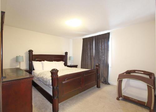 Three Bedroom House In Brampton - Brampton, ON L6X 0Y9