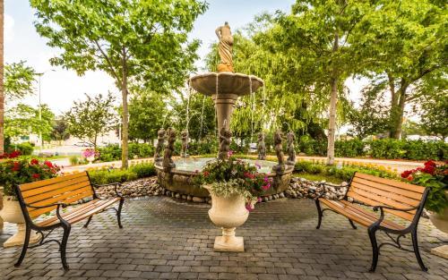 Monte Carlo Inn Markham Photo