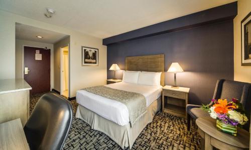 Monte Carlo Inns Oakville Suites - Toronto, ON L6J 2X6