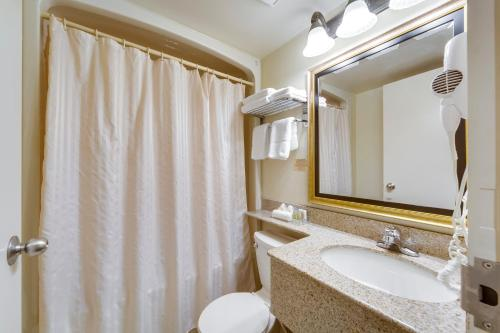 Monte Carlo Inn Toronto West Suites Photo