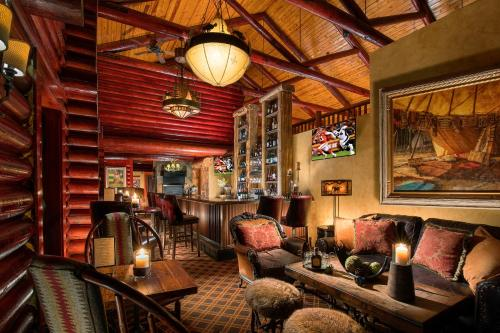 Rustic Inn Creekside Photo