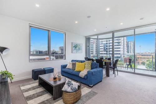 Luxury 2 Bed APT in South Brisbane | FREE PARKING