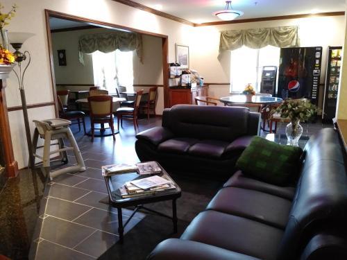 Baymont Inn and Suites Waterford/Burlington Photo